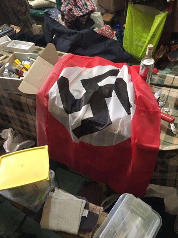 В камере экс-бойцов «Торнадо» нашли каннабис и флаги Гитлера