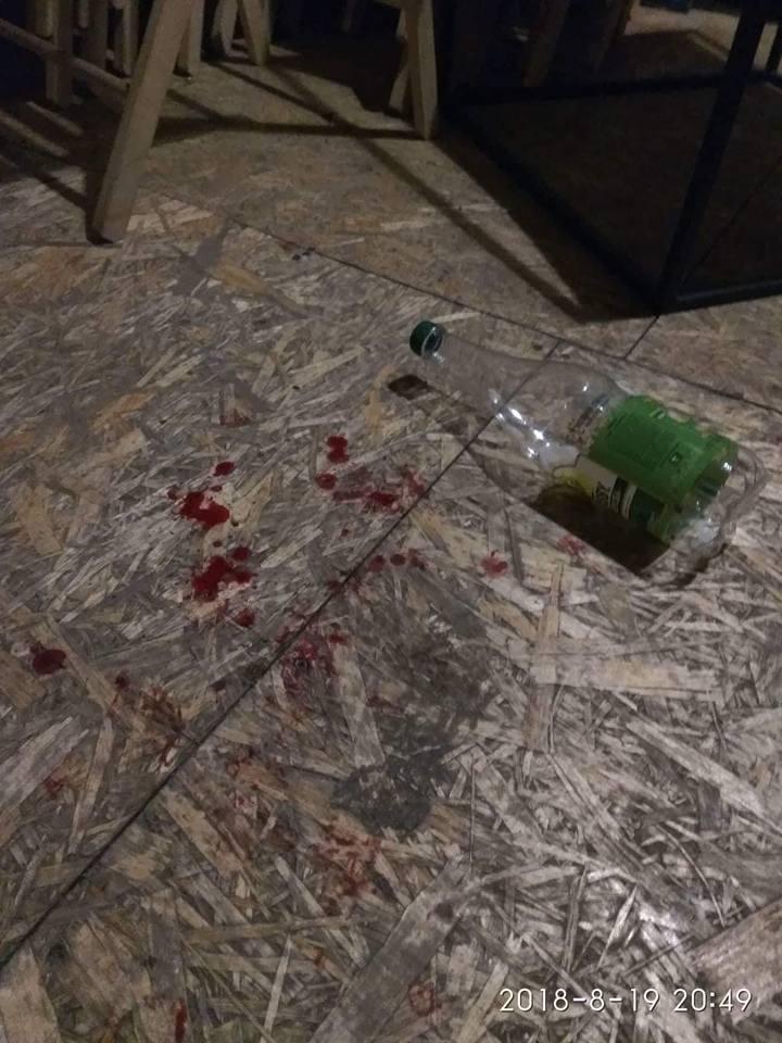 В Мариуполе десятки неизвестных в масках атаковали артистов
