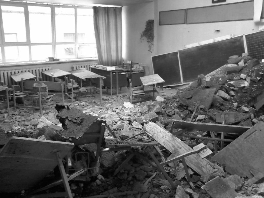 В школе Золотого-5 заменили выбитые ВСУ окна