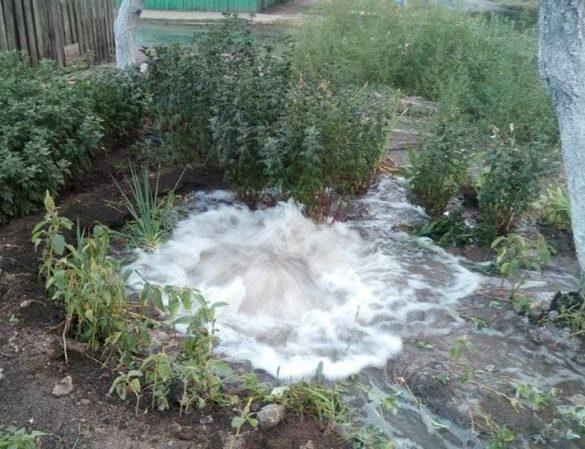 Драгоценная вода заливала дома и улицы в Мариуполе