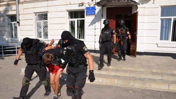 Мужчина с бомбой в голове пытался взорвать школу искусств в Лисичанске