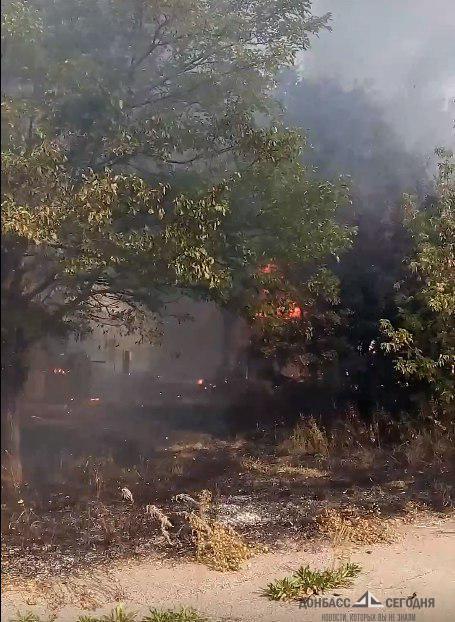 Из-за обстрела зажигательными боеприпасами в Зайцево пылают дома