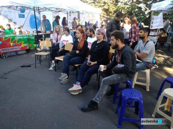 Украинские гуманитарные организации доставили в прифронтовую Авдеевку фаллоимитаторы (18+)