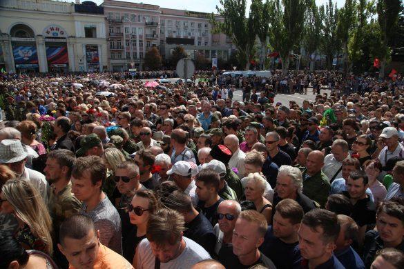 Сотни тысяч. Донбасс и Россия прощаются с Александром Захарченко