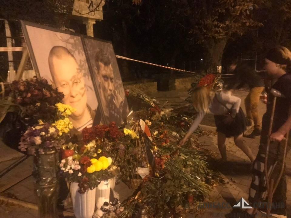 Пострадавшая при теракте Наталья Волкова посетила место гибели Александра Захарченко