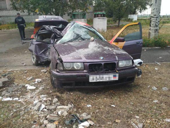 В Енакиево BMW влетел в ЛЭП, пассажир погиб