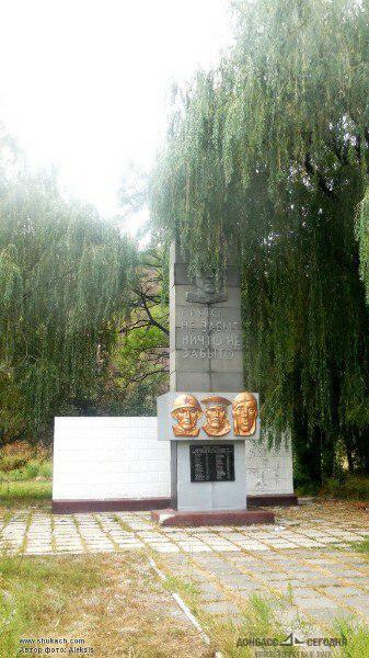 В Макеевке сообщают о сожжении вандалами памятника ветеранам ВОВ