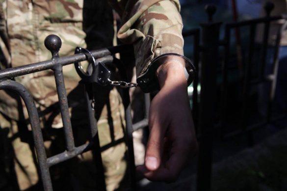 АТОшники приковали себя к Порошенко в центре Киева