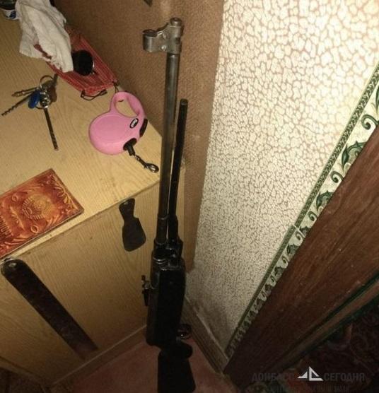В Мариуполе из многоэтажки открыли стрельбу по школьникам