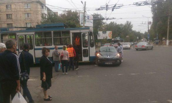 В Мариуполе автомобиль влетел в троллейбус