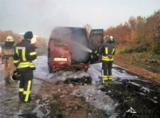 В Донбассе на трассе внезапно сгорело грузовое авто