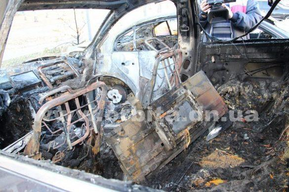 Уничтожающий авто пироман начал с размахом орудовать в Красноармейске