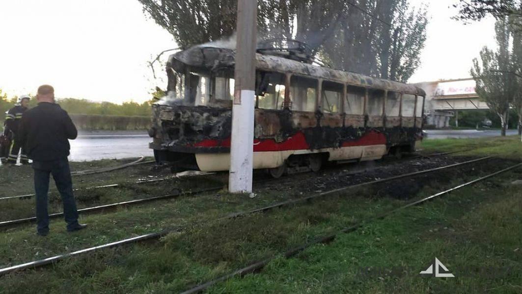 Чехословацкий трамвай сгорел в Мариуполе