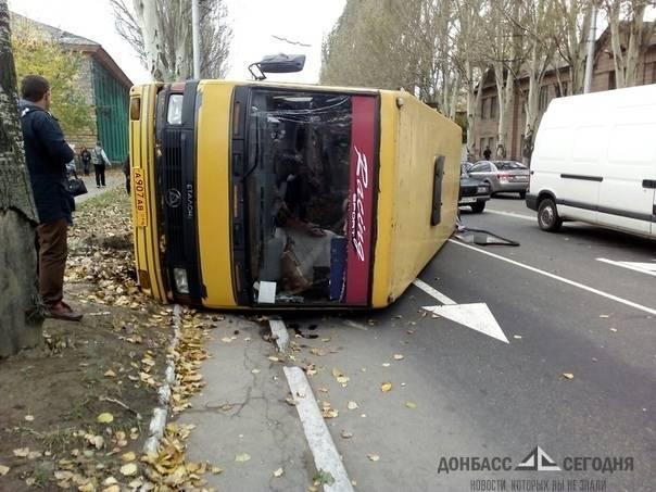 В Краматорске и Макеевке перевернулись машины