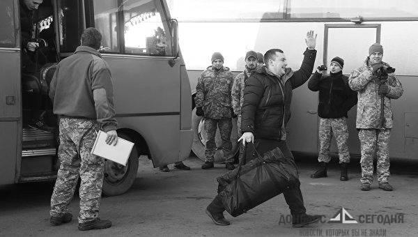 Украинские военнопленные рассказали, как с ними фотографируются чиновники