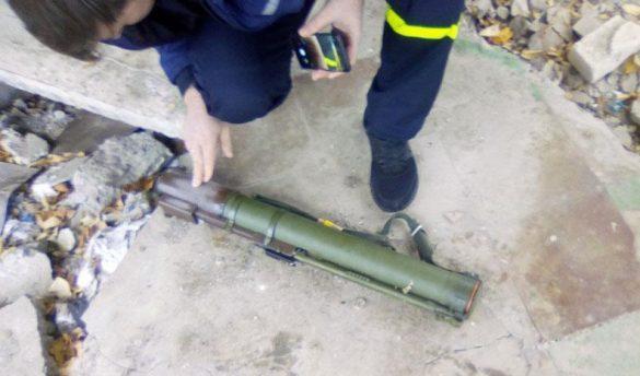 В домах и лесополосах подконтрольной Украине территории Донбасса нашли РПГ