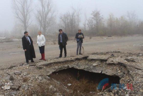 Наблюдатели из Германии пришли в расстрелянный Луганский аэропорт