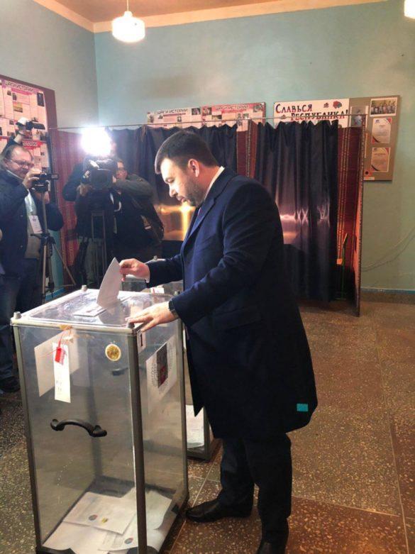 Пушилин проголосовал в школе № 64 Донецка