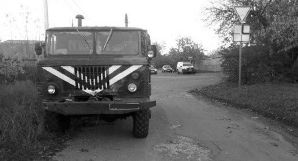 Военный грузовик догнал инкассаторов на Самолетной в Мариуполе