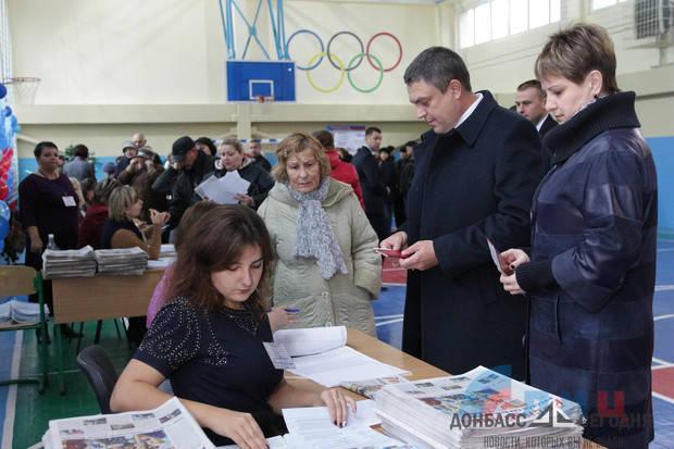 Пасечник проголосовал в УВК № 50 Луганска