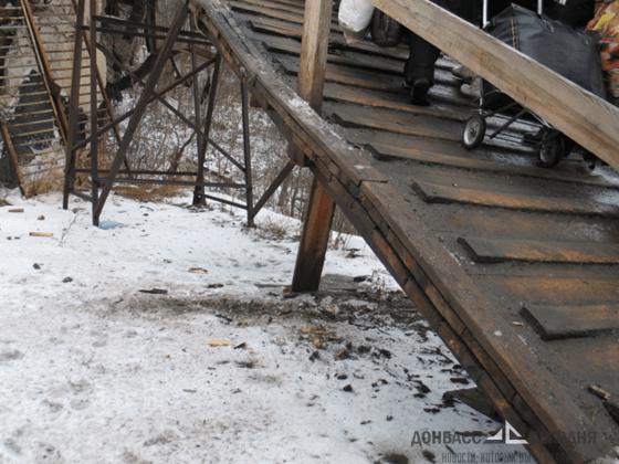 ВСУ расстреляли многострадальный мост у Станицы Луганской