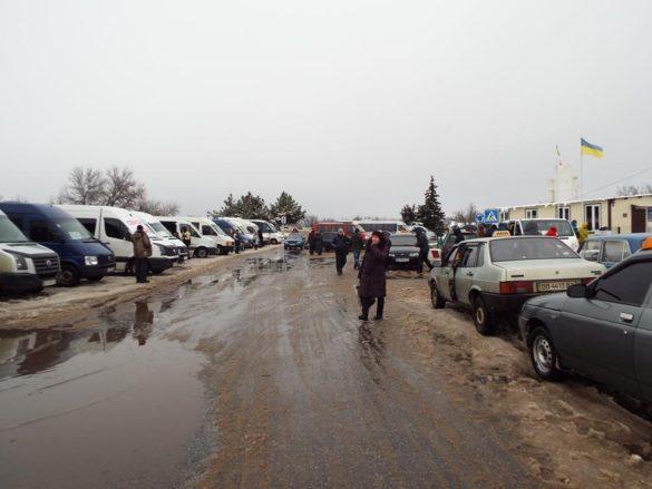 На скандальном украинском КПВВ — скопление авто и хаос