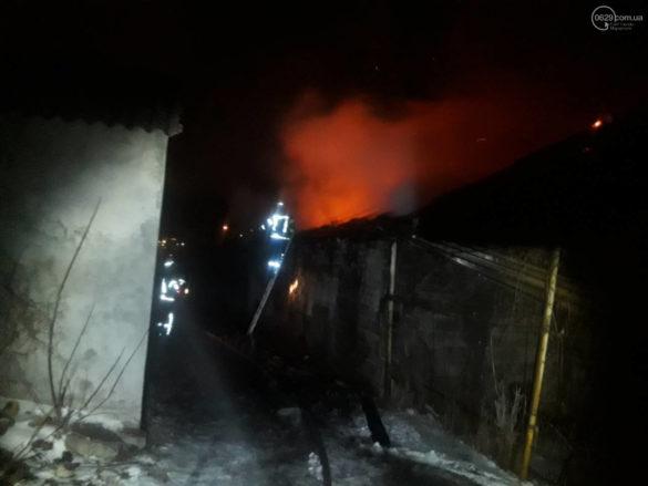 В Мариуполе после взрыва пылала баня военной комендатуры