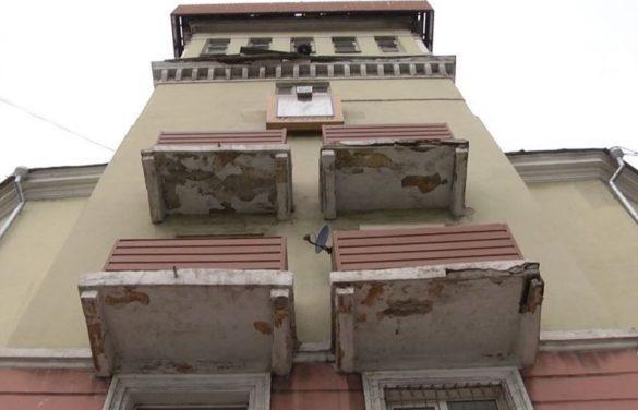 На жителей Мариуполя падают балконы прямо в центре города!