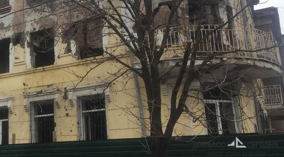 В Мариуполе перекрыли сожжённое здание МВД