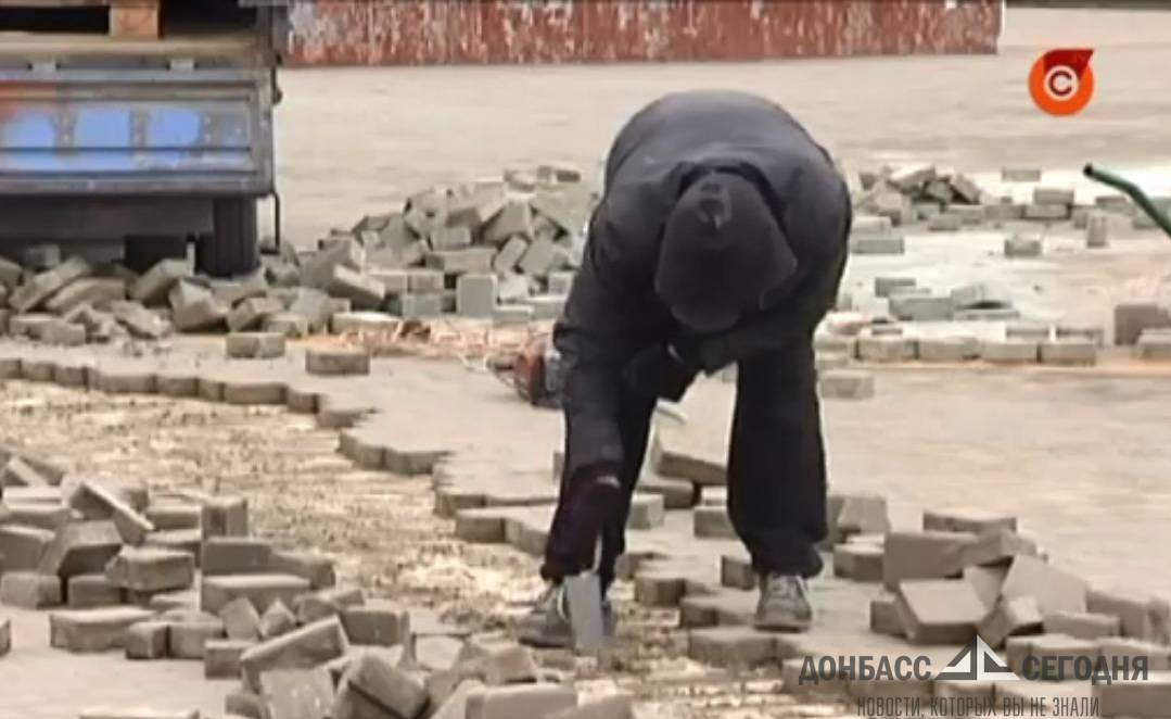 Центр Мариуполя превращается в руины