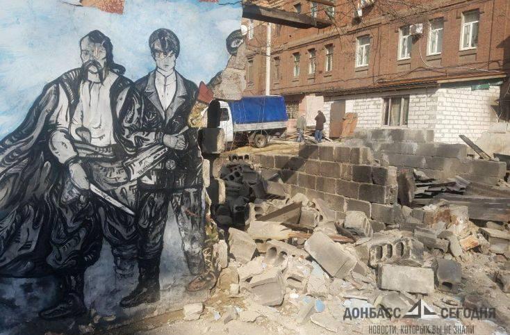 В Мариуполе уничтожили граффити в честь ВСУ и нацбатов
