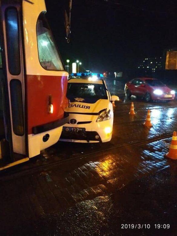 Львовский полицейский пошёл в лобовую атаку на трамвай в Мариуполе