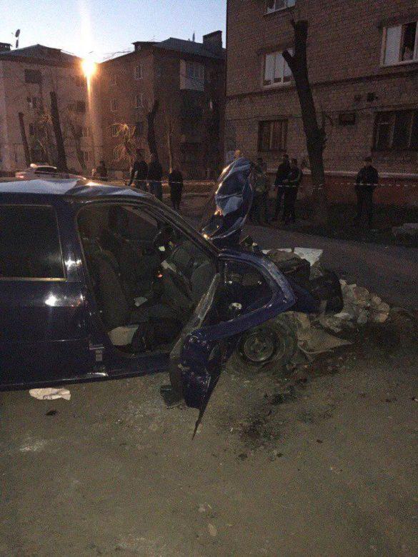 В центре Горловки авто влетело в железобетонную опору, госпитализированы пять человек