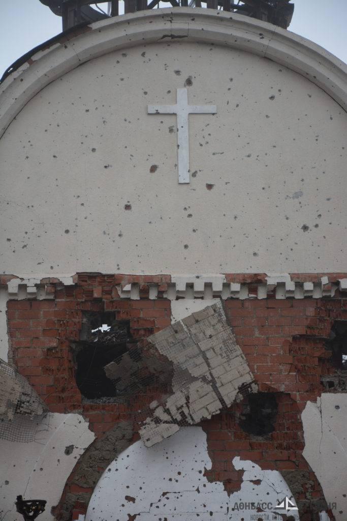 «Даже гробы из могил вылетали». Очевидец обстрела Донецкого аэропорта рассказал ужасающие подробности