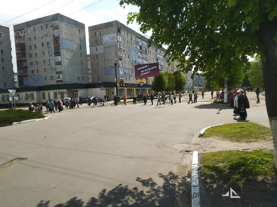 Оставшиеся без воды жители Лисичанска штурмовали кабинет мэра