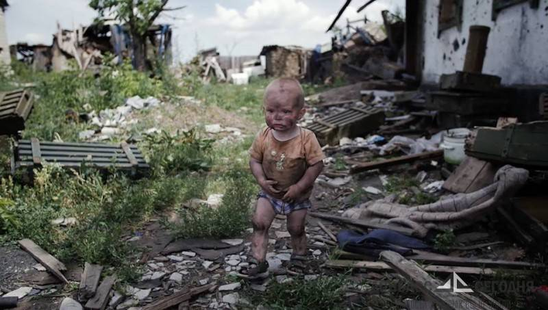 На рассвете, схватив в охапку детей, жители Донбасса бежали от обстрела ВСУ