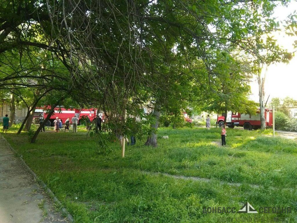 Четыре пожарные и две скорые. Стало известно о пострадавших на пожаре в Донецке