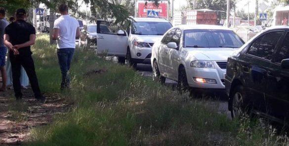 Украинский прокурор снёс женщину на пешеходном переходе в Мариуполе!