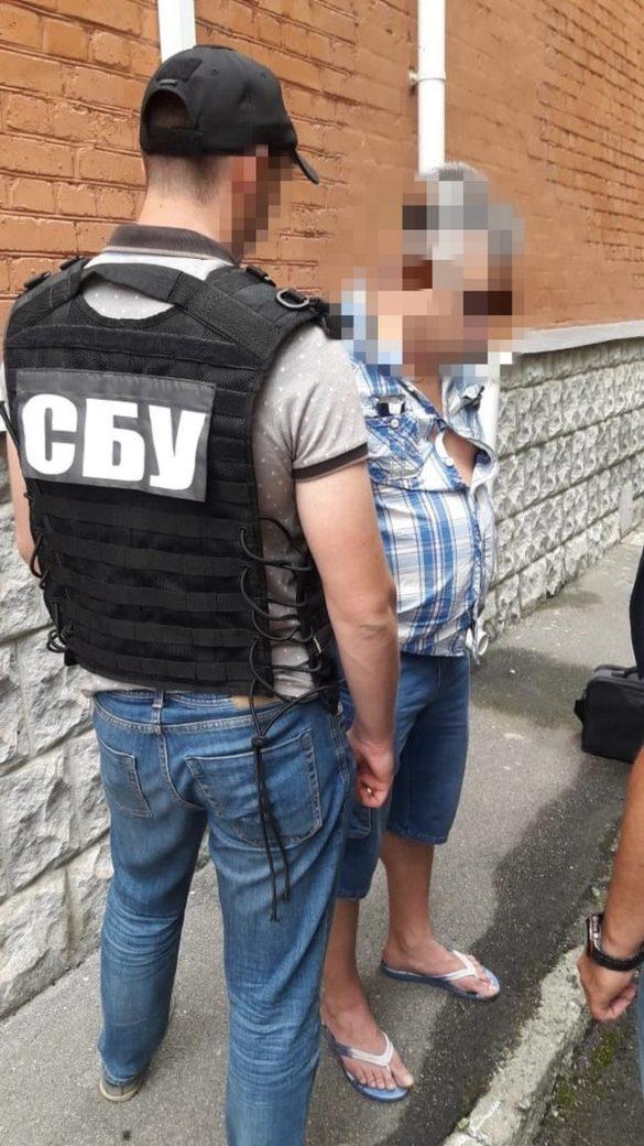 Украинский налоговик устроил распродажу секретных данных о военнослужащих ВСУ