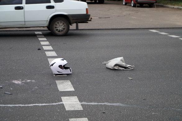 Мотоциклиста не смогли спасти после жуткого ДТП в Краматорске, девушка при смерти