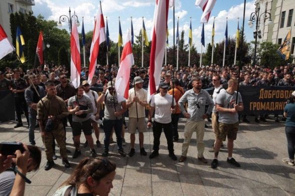 Нацкорпус требует от Зеленского раздать гражданство участвовавшим в АТО иностранцам
