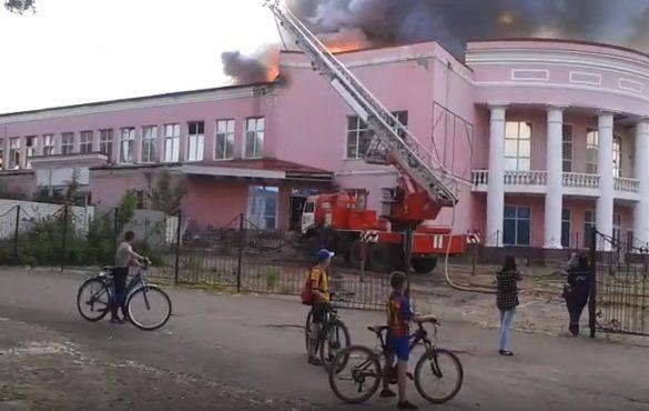 В Стаханове горел кинотеатр