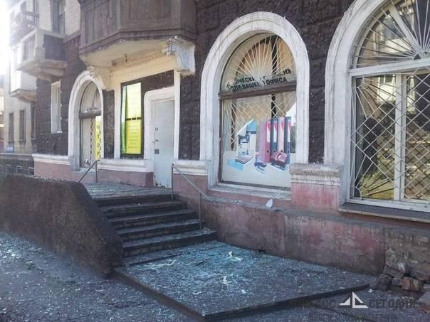 Под украинским обстрелом дети Енакиево стояли в очереди за буханкой хлеба