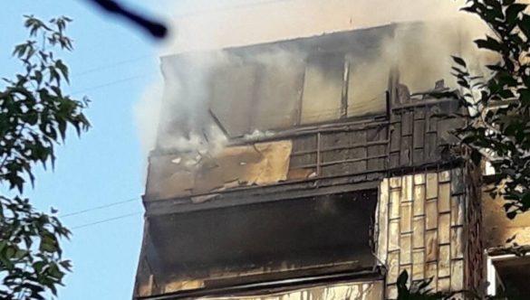 В центре Мариуполя загорелась многоэтажка
