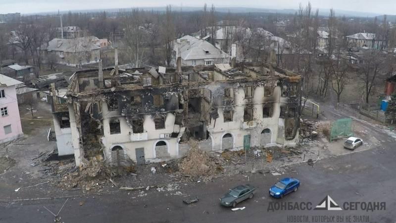 По дороге в бомбоубежище рвались снаряды и кричали люди у горевших домов — школьница из Донбасса