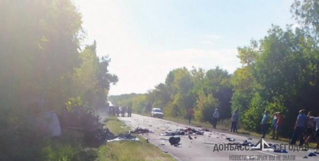 Все пассажиры легковушки погибли в жуткой аварии под Амвросиевкой