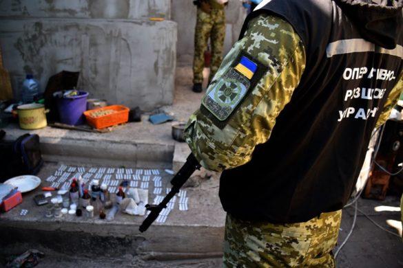 Украинский пожарный и его банда подсаживали на наркотики солдат ВСУ в Донбассе