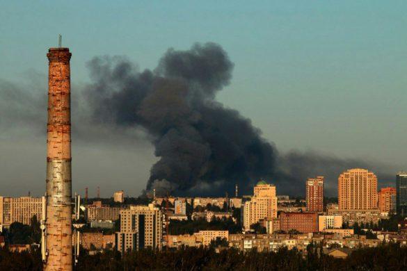 На северо-западе Донецка вспыхнул масштабный пожар
