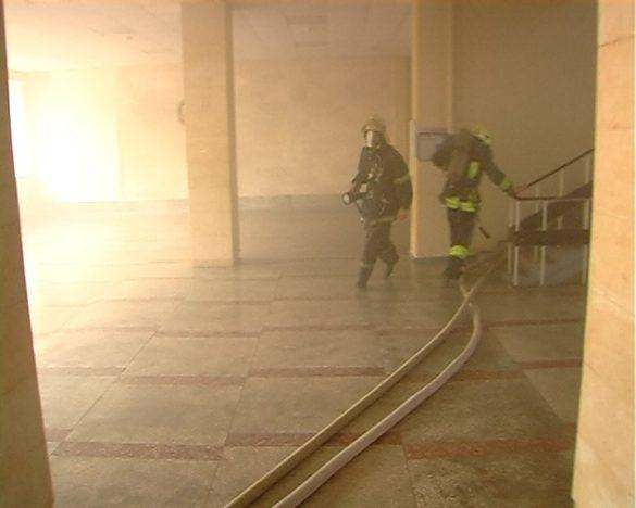 При пожаре в Минюсте ЛНР пострадали два человека