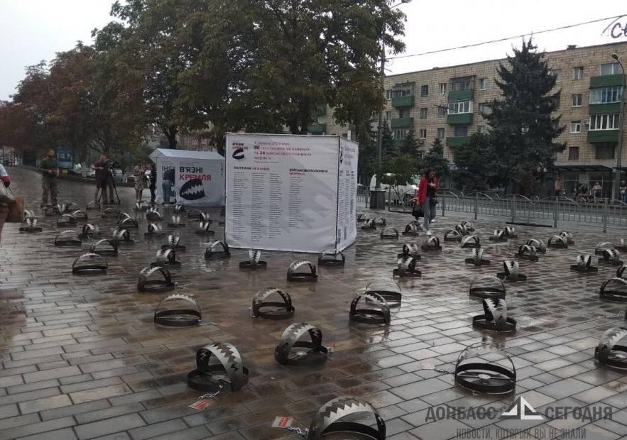 В Мариуполе поставили более сотни капканов для политузников